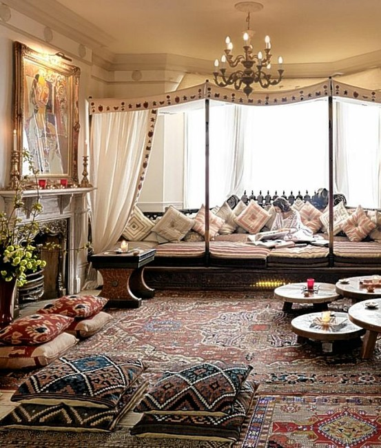 Moroccan decor, moroccan bed, moroccan bedroom, beds with canopies, canopy bed, pillows, moroccan pillows, rugs, rustic decor, 1944776_E9ABnIbO_c