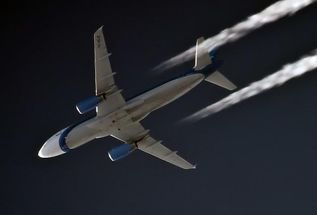 Kolavia Airbus A320 TC-KLB