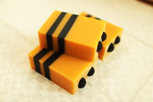 小蜜蜂之蜂王乳皂