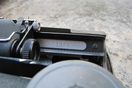 Ala portable typewriter (2)