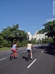 Pedalando (FM Carvalho) Tags: road trees brazil bike bicycle rio brasil riodejaneiro de do janeiro sony wheels sunny cybershot bicicleta shorts aterro aterrodoflamengo bicicle sonycybershot flamengo brsil pedalando t30 sonyt30