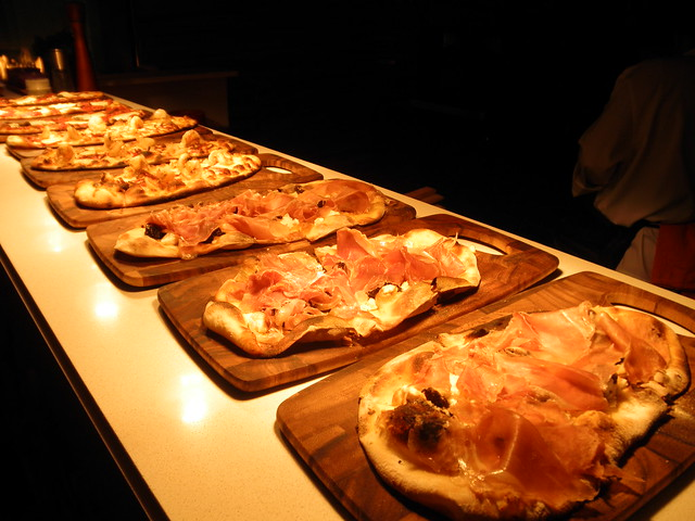 Flatbread appetizers at Härth