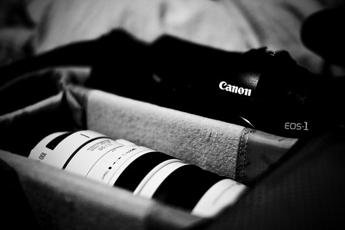 Canon EOS-1D Mark III and Canon 100-400mm f/4,5-5,6L IS USM in bag