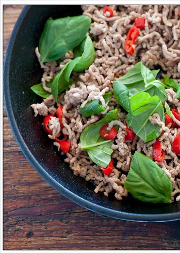stir fry of chicken & basil recipe