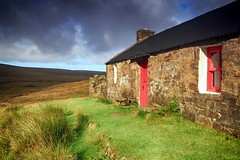 Strathan bothy (OutdoorMonkey) Tags: strathanbothy bothy cottage remote wild wilderness hut refuge mba mountainbothyassociation sutherland strathshinary moor moorland