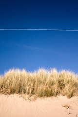 The Two Holidays (Lee) Tags: northwales wales anglesey beach sand sea water waves dunes sky summer hot grass wind blue plan airplane trails vapour vapor holiday vacation leeislee canon 450d