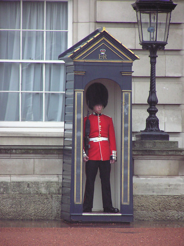 Buckingham Palace Queen's Guard sentry