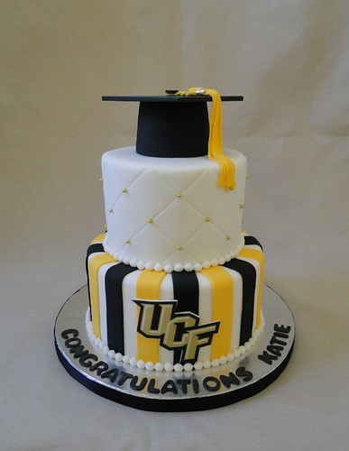 UCF Graduation cake