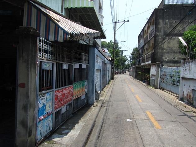 Narrow street of the restaurant