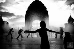 Monumento a la Revolución - 22/04/2011 - 22 (HippolyteBayard) Tags: canon mexico agua fuente unam sombras ciudaddemexico semanasanta distritofederal monumentoalarevolución juancarlosmejiarosas perrarabiosa escuelanacionaldeartesplásticas