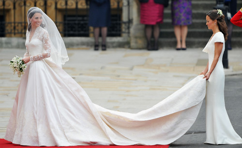 kate-middletons-wedding-dress-600