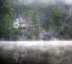 The mist-erious green house! (Arnfinn Lie, Norway) Tags: mist green nature water norway fog landscape atmosphere rogaland wow1 wow2 carlzeiss1680mm sonyalpha350 arnfinnlie ginordic1