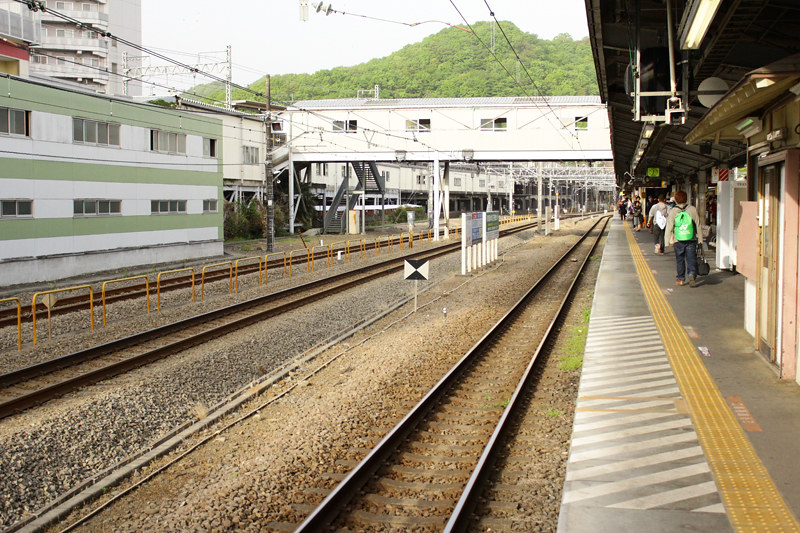 高尾駅中央本線待ち