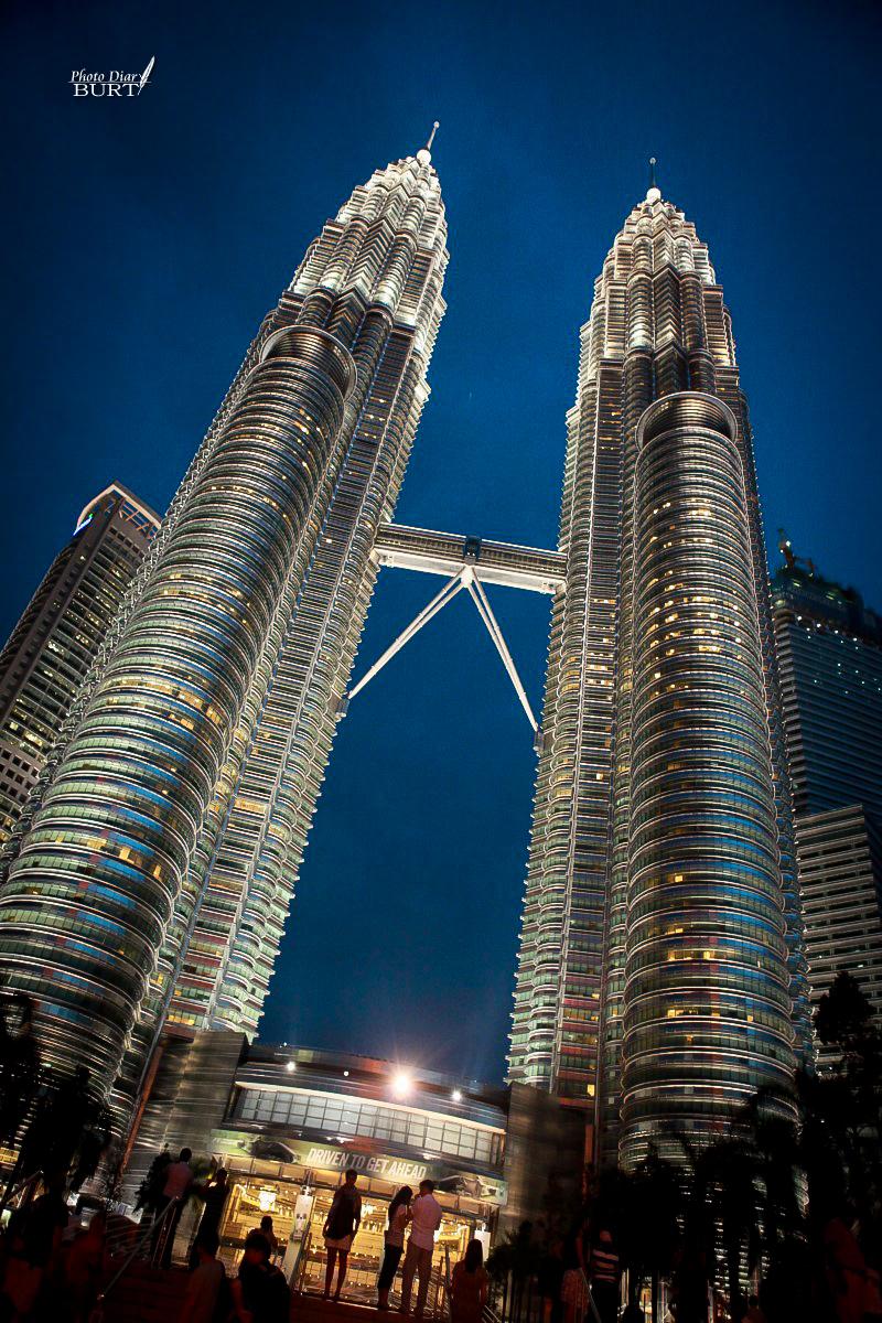 夜幕接近的雙子星大樓