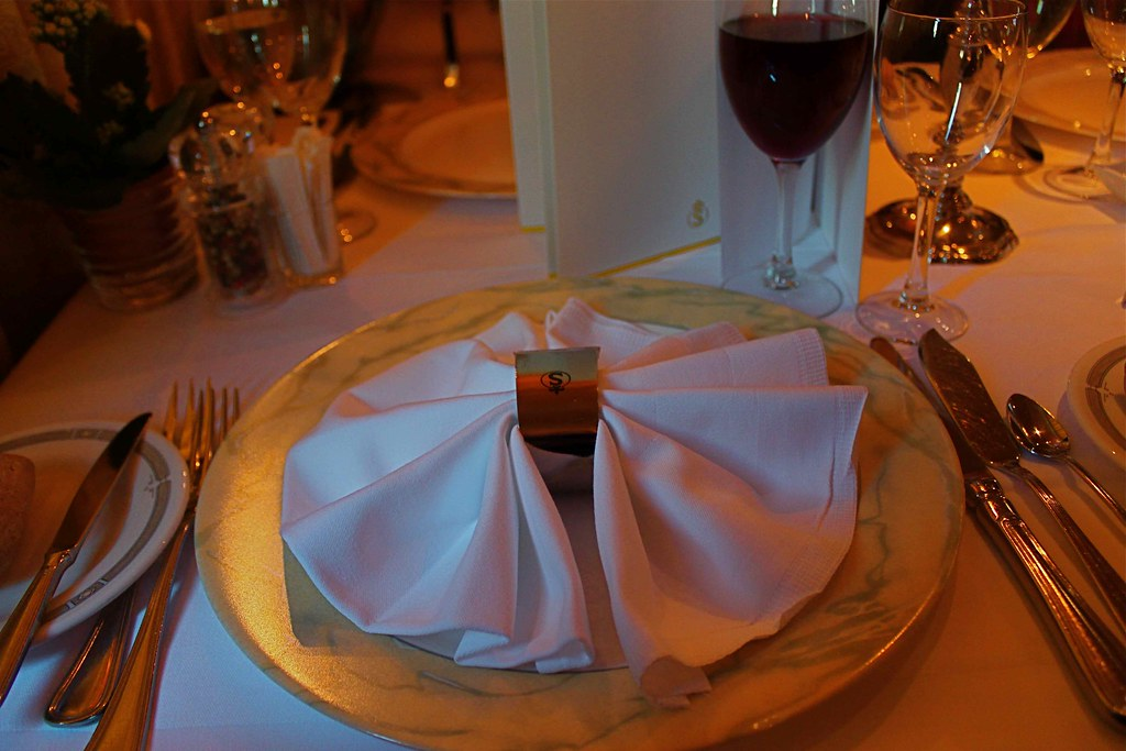 IMG 2511 symmetry of a folded napkin, corresponding opposite sides of the napkin on a round plate create symmetry, symmetry of ornamentation in our daily lives