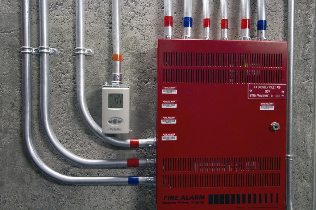 Fire alarm panel outside a long-term preservation vault / Panneau pour système d'alarme-incendie à l'extérieur d'une chambre forte de préservation à long terme