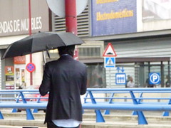 moda urbana / fashion street wear (simbiosc) Tags: street men fashion lumix moda wear panasonic urbana paraguas hombre umbrela