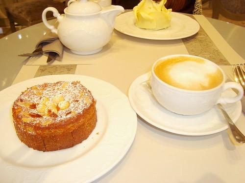 蓝莓奶油蛋卷& 自助咖啡厅