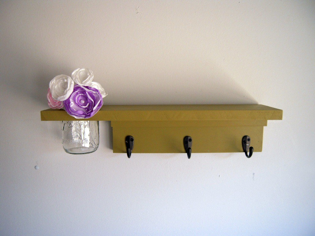 Primitive 3 hook space saver shelf with flower jar