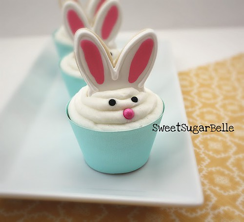 5584665212 a09b153273 Easter Cupcakes for Spring