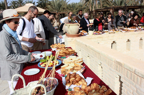 110401 Diplomats discover charm of Tunisian Sahara 01   دبلوماسيون يكتشفون سحر الصحراء التونسية   Les diplomates découvrent le charme du Sahara tunisien