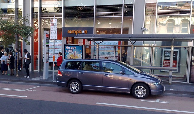 Legally parking in bus stops in Lonsdale Street