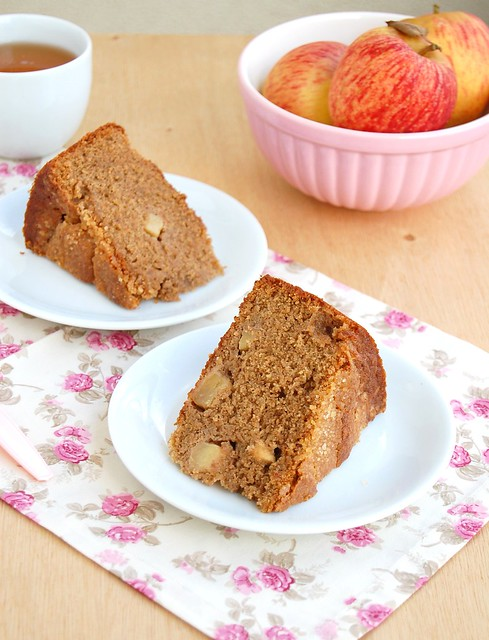 Wholemeal apple and marmalade cake / Bolo integral de maçã e geléia de laranja