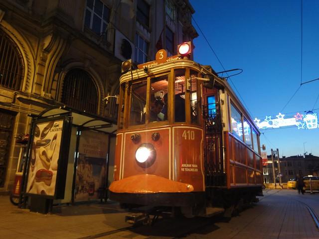 Eléctrico na Avenida Istiklal em Istambul