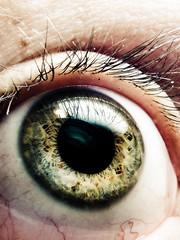 look around (emiliokuffer) Tags: iris macro eye ojo eyemacro