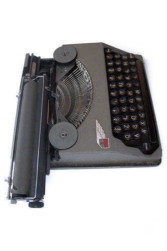 Ala portable typewriter (10)