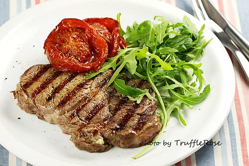 肋眼牛排佐烤番茄和芝麻菜-110419