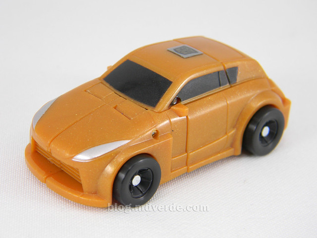 Transformers Gold Bumblebee Reveal the Shield Legends - modo alterno