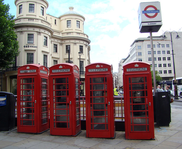 DSC06894 London telephone booths