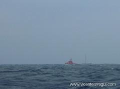 Salvamento Marítimo auxiliando a un velero que rompió el timón