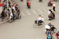 Hanoi (Andrea Schaffer) Tags: hat bike bicycle asia southeastasia vietnam motorbike april intersection hanoi oldquarter  2011 vitnam  socialistrepublicofvietnam hni  highlandscoffee   canon450d canonefs1755mmf28usm cnghaxhichnghavitnam