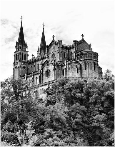 [フリー画像] 建築・建造物, 教会・聖堂・モスク, スペイン, モノクロ写真, 201105050100