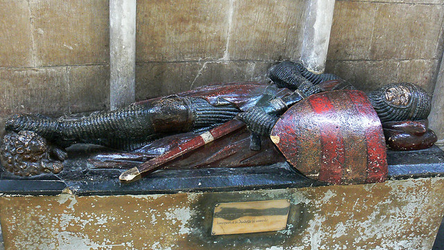 Medieval Effigy Cross Legged Knight Crusader