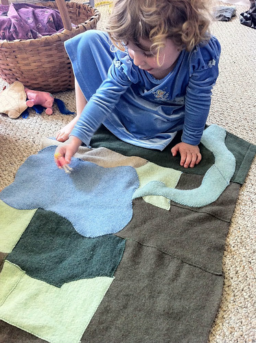 Wool play mat complete