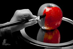Day 123 - Painting an apple red (uLightMe) Tags: red color apple tt5 tt1 ac3 pocketwizard canonef24105mmf4lisusm 580exii canonxsi