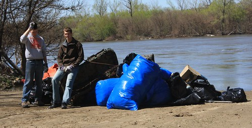 Omaha-Council Bluffs Missouri River Clean-up 4-30-11