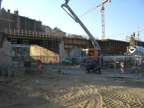 Die Fundamente der Eisenbahnbrücke nach Alt-Stralau sind fertig