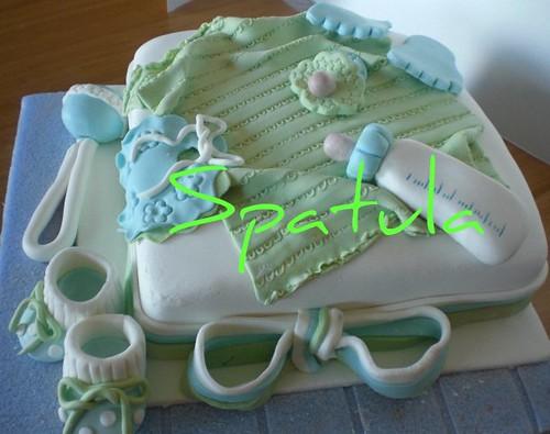 Hediye paketi üzründe bebek eşyaları - Faşadura Pasta by Demetin spatulasi