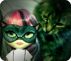 87/365 Who Knew Nanette was a Cat Person? (Lawdeda ) Tags: camera people by cat one day mask ooak adorable x retro blythe 365 custom hold app droid 87 ih abad haunts rbl reroot a 87365 lawdeda fudgecan