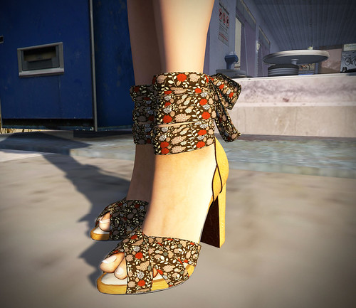 INDIE ROSE Strap Chunky Heels FloralBrown
