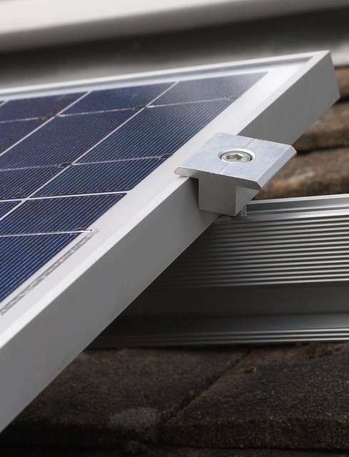 DSC_7172 Fitting solar PV