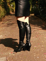 Black Boots 60 (Ayanami_No03) Tags: street woman leather japan tokyo legs boots skirt   blackboots   eoskissx4 eos550d