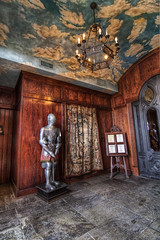 Shakespeare's Suit of Armor (Brian R Owen) Tags: stone restaurant pub wideangle armor suitofarmor shakespears interesting captivating appealing fascinating shakespearsrestaurantandpub