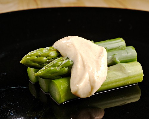 Asparagus with kaviar mayonnaise