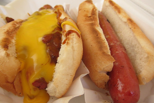 Papaya King Truck: Chili Cheese Dog + Hot Dog