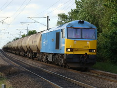 60074 'Teenage Spirit' at Balne High Gate on 6D43. (Michael 43123) Tags: uk blue high gate with spirit 5 traction cancer rail powder brush class research oil type british lindsey railways refinery jarrow 60 teenage on uniquely ecml balne 60074 liveried 6d43